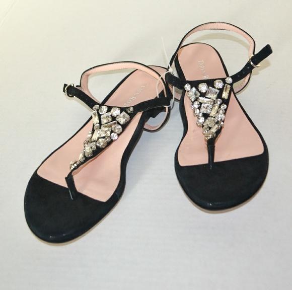 cc4d0d66eb84 NWOT Taryn Rose Balck Thong Studded Sandals. M 5ad8bfc23800c5d7a0330c25